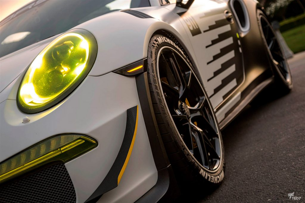 Yellow Headlights Porsche 991 GT3 RS